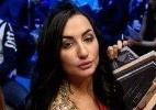 Evento de MMA russo usa ring girls com vestido longo e decotes invocados - Divulgação/M-1 Global
