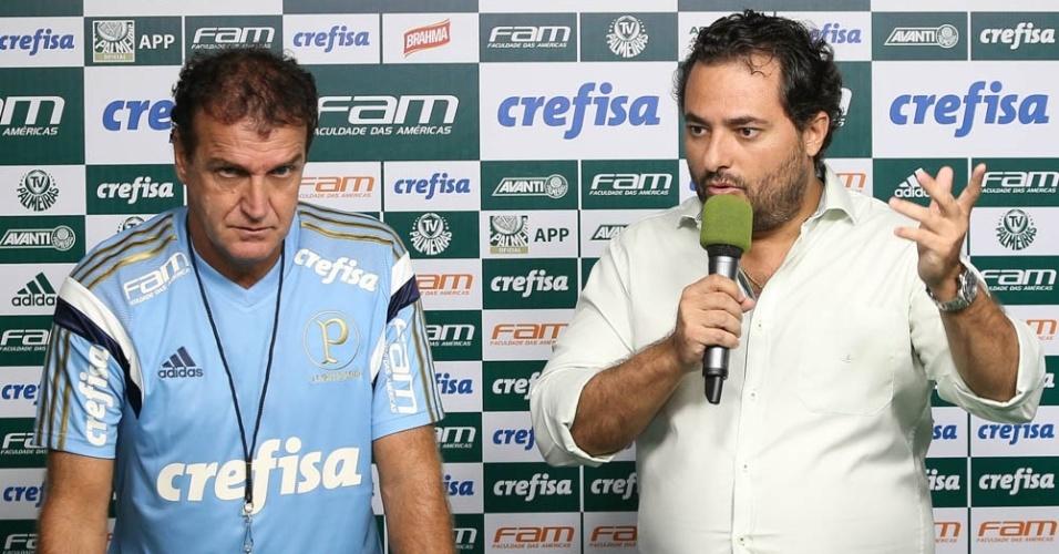 Alexandre Mattos ao lado do técnico Cuca em entrevista coletiva na Academia de Futebol do Palmeiras