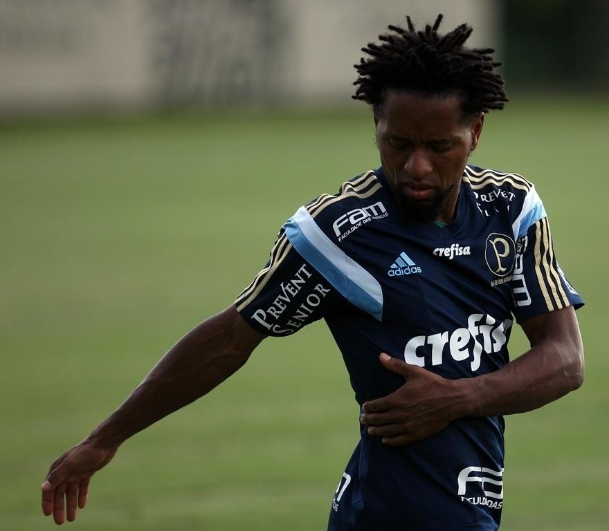 Zé Roberto participa de treino do Palmeiras em Atibaia
