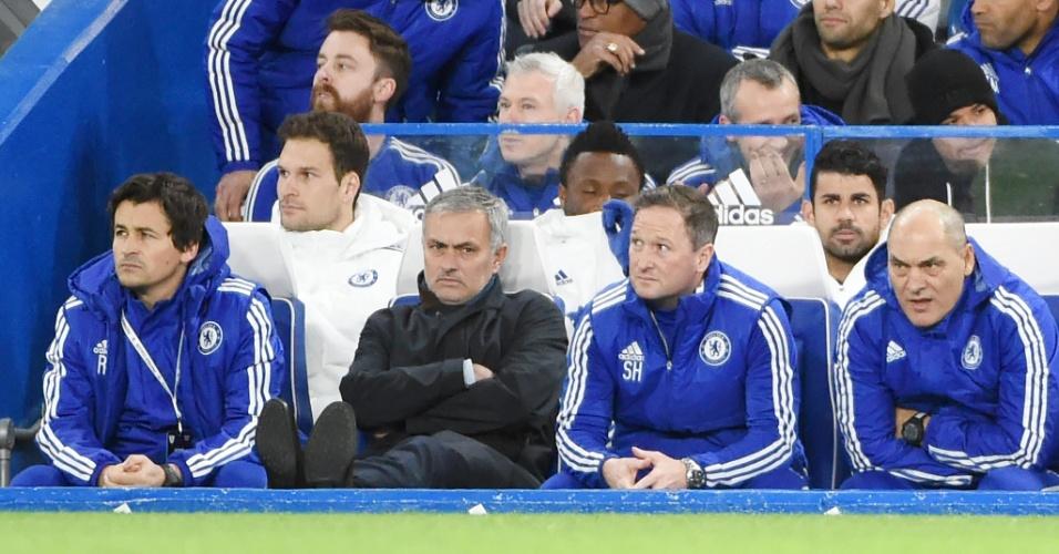 José Mourinho com a cara fechada na derrota do Chelsea para o Bournemouth