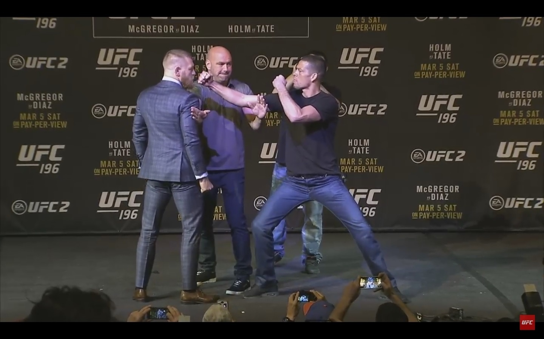 Conor McGregor e Nate Diaz fazem encarada tensa em coletiva de imprensa do UFC