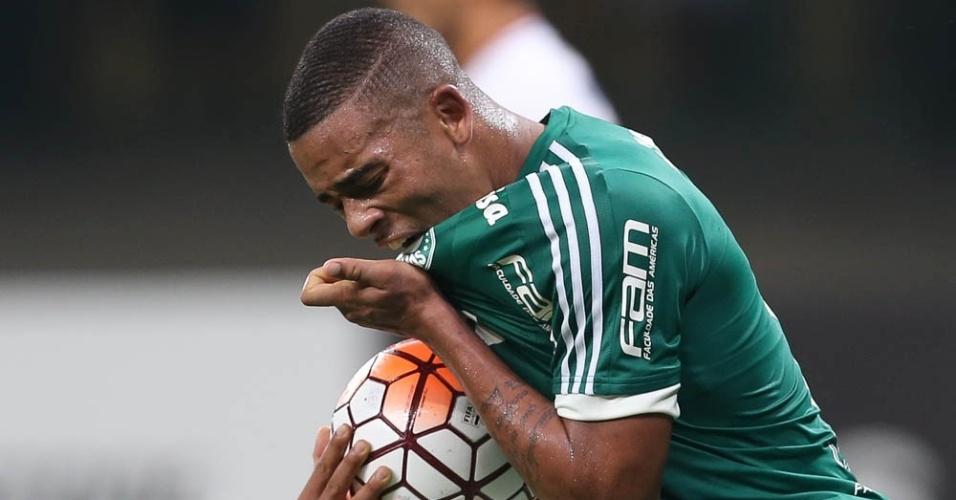 Gabriel Jesus comemora gol marcado pelo Palmeiras contra o Nacional