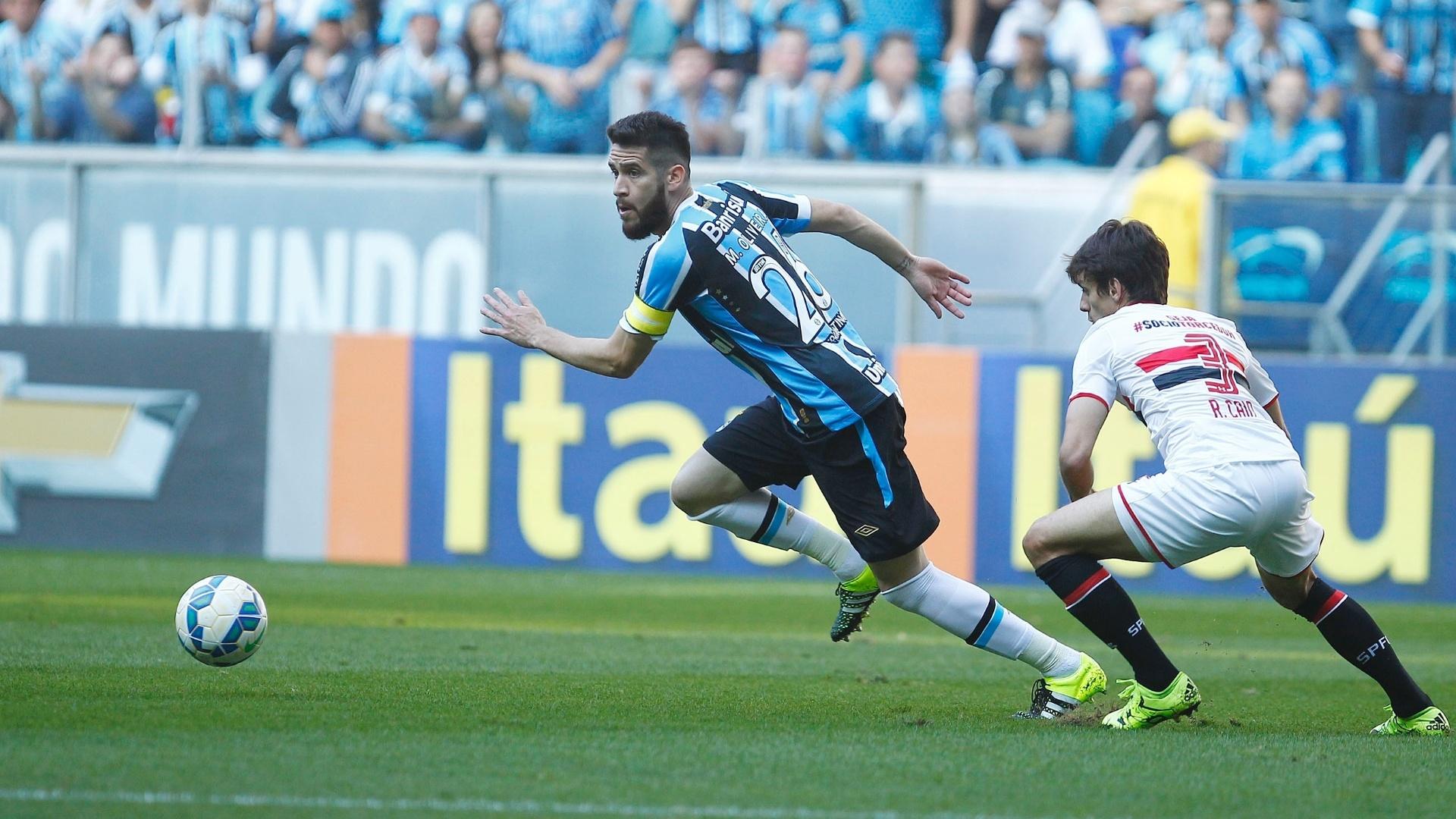 Marcelo Oliveira escapa da marcação de Rodrigo Caio