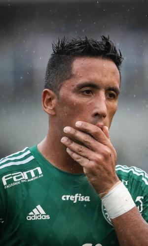 Lucas Barrios se lamenta após desperdiçar oportunidades para o Palmeiras contra o Santos