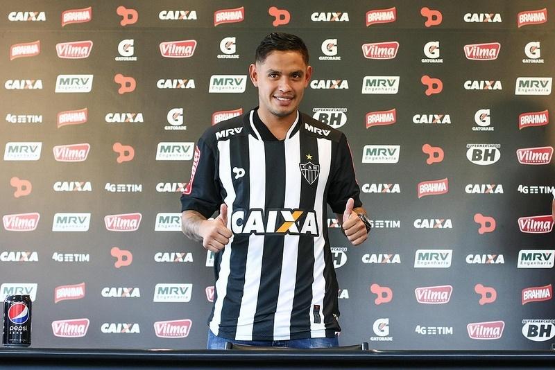 Carlos Eduardo vestiu a camisa do Atlético-MG pela primeira vez