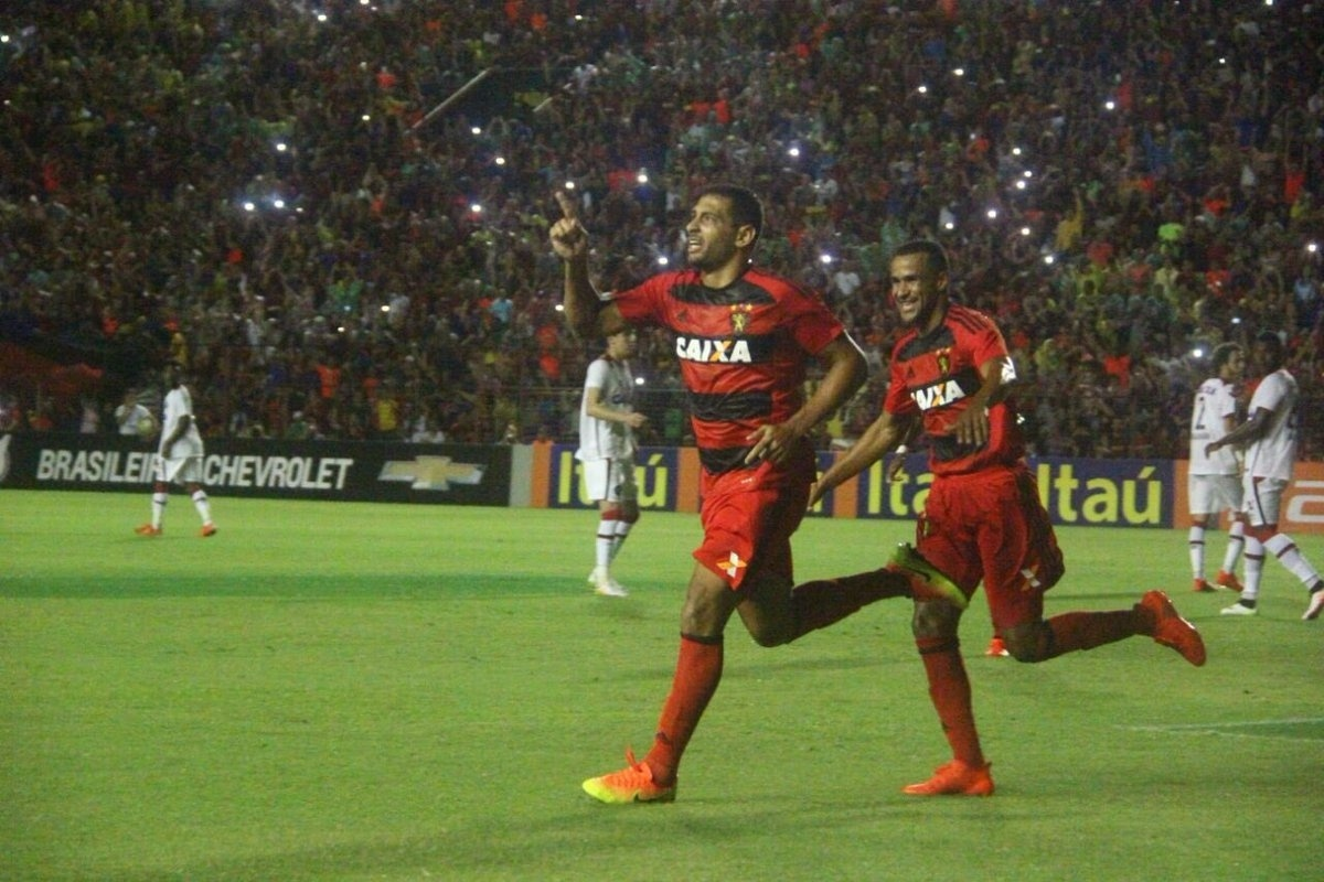 Diego Souza comemora gol de pênalti para o Sport diante do Atlético-PR