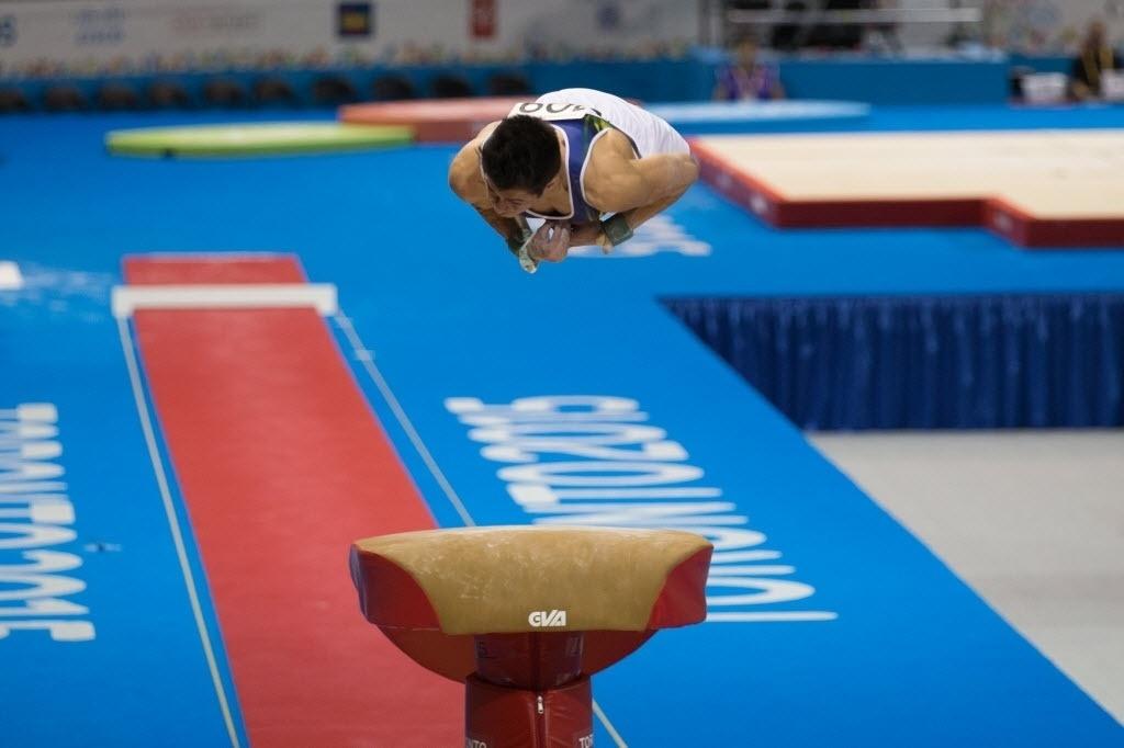 Brasileiro Arthur Mariano se apresenta na final do salto sobre a mesa. Ginasta terminou na sétima colocação