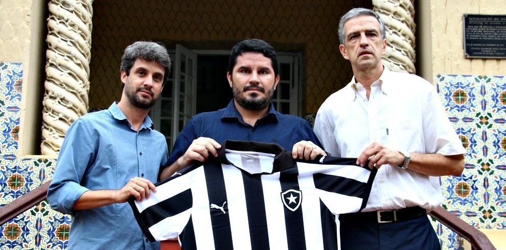 Eduardo Barroca é apresentado como técnico do time Sub-20 do Botafogo