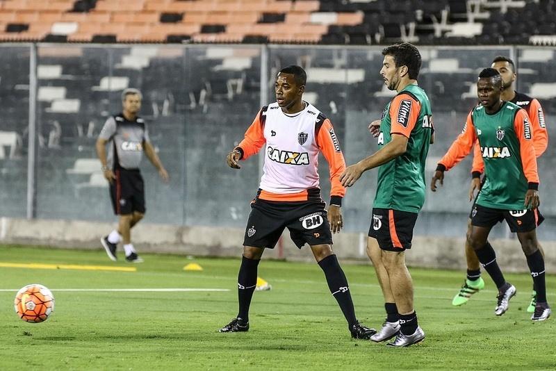 Robinho participou do treino em Santiago, mas foi vetado para o jogo do Atlético-MG com o Colo-Colo
