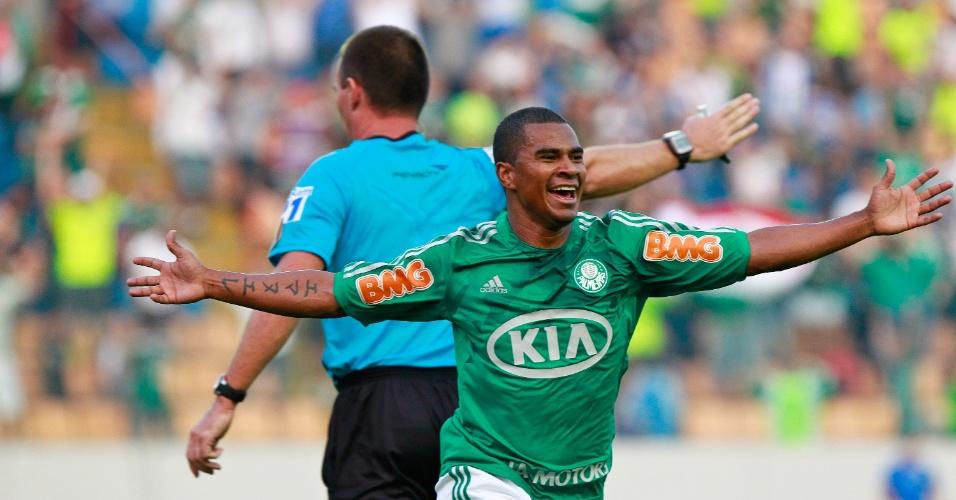 Mazinho em ação pelo Palmeiras, em junho de 2012, em partida contra o Vasco
