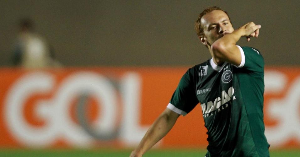 Zé Love comemora gol marcado pelo Goiás, contra o Vasco, no Serra Dourada