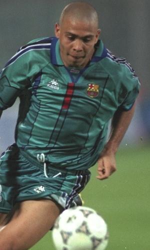 Ronaldo em ação pelo Barcelona contra a Fiorentina, em 1997