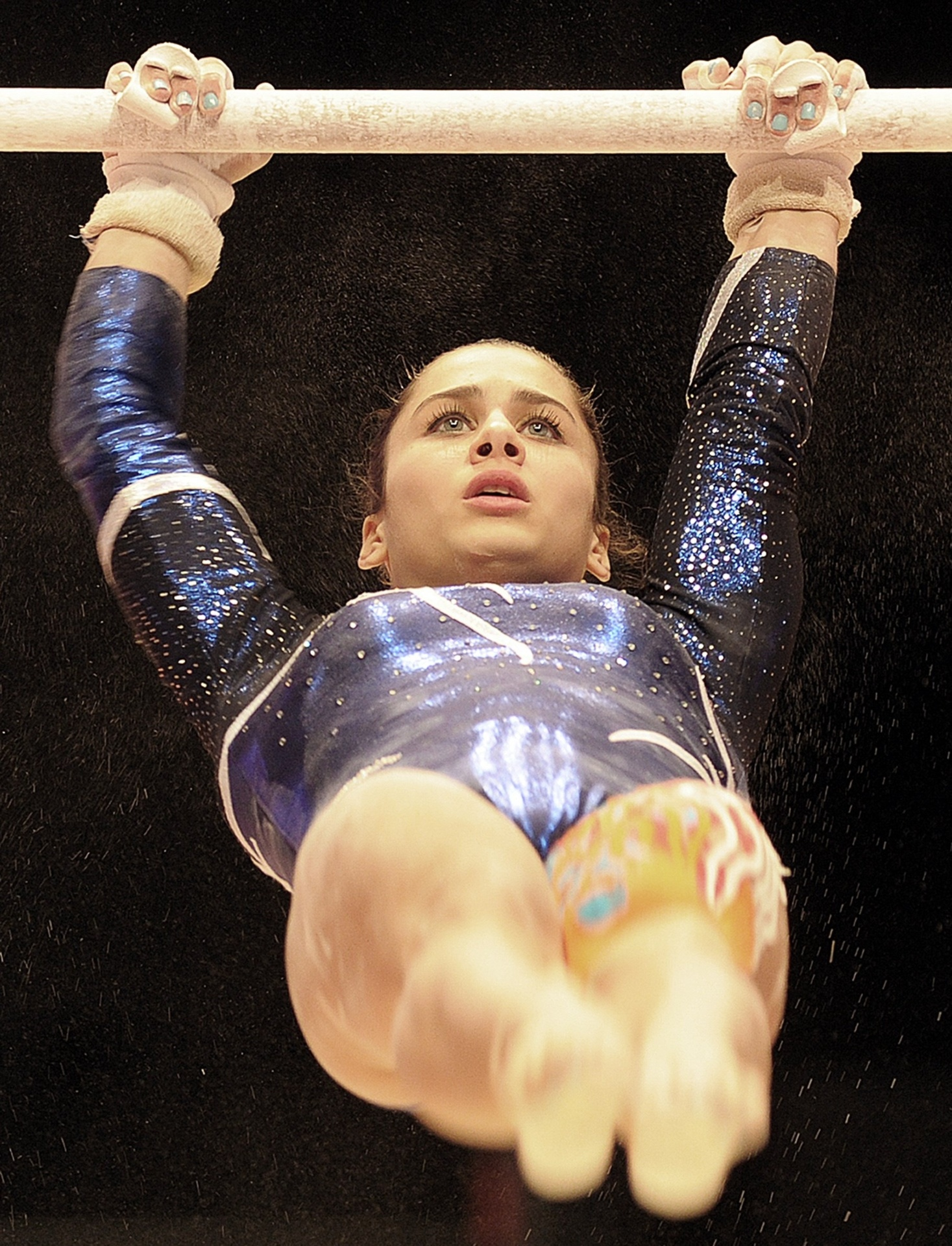 Atleta da Turquia faz sua série nas barras assimétricas