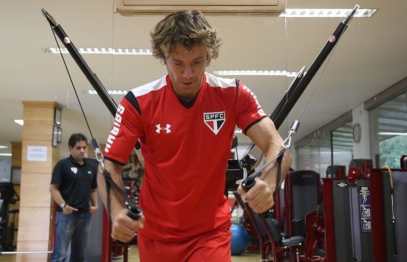 Lugano faz trabalho físico no CT do São Paulo e não tem data para estreia