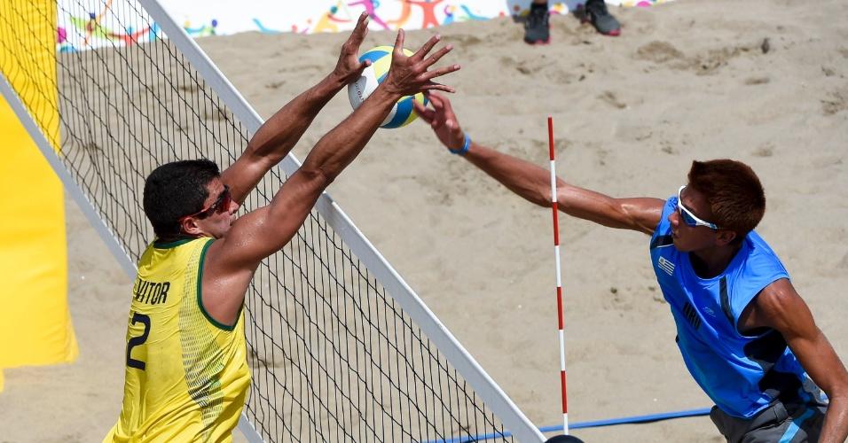 Álvaro e Vitor Felipe enfrentam os uruguaios Renzo Cairus e Mauricio Vieyto no vôlei de praia