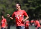 Damião e Donatti voltam a treinar com bola no Flamengo