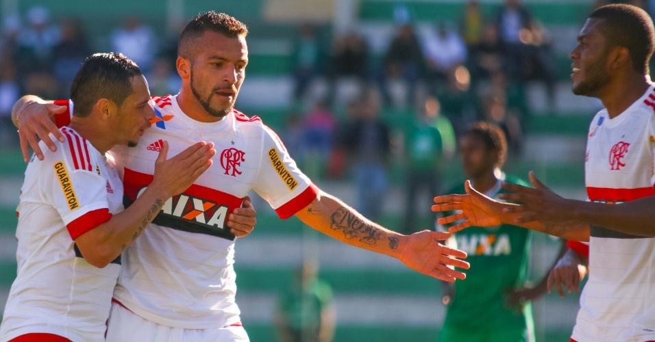 Jogadores do Flamengo comemoram gol marcado por Canteros na partida contra a Chapecoense