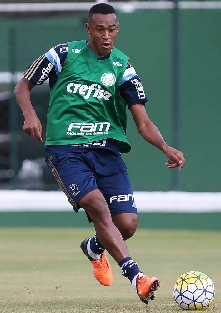 Fabrício em ação no primeiro treino com a camisa do Palmeiras