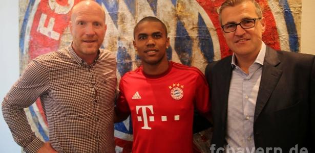 Douglas Costa estreou como titular, mas o Bayern perdeu para o Augsburg