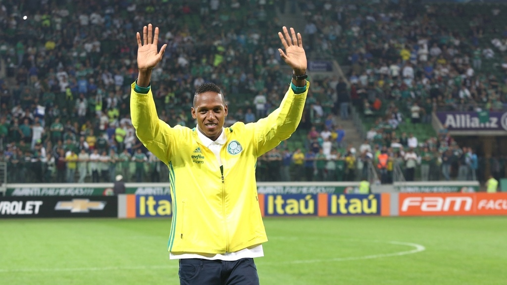 Zagueiro Yerry Mina é apresentado à torcida do Palmeiras no Allianz Parque