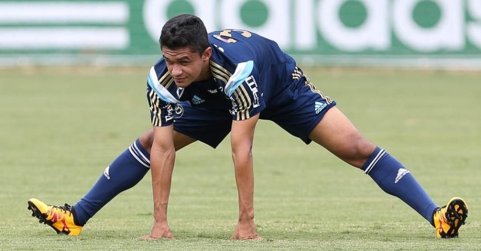 Erik, um dos oito contratados do Palmeiras para a temporada, em ação durante treino físico do time