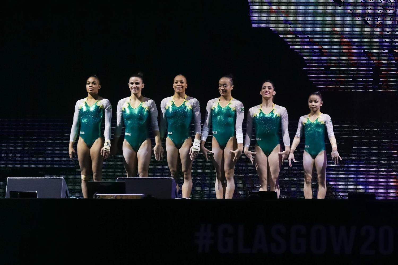 Seleção brasileira se apresenta para a disputa da eliminatória no primeiro dia do Mundial de ginástica em Glasgow, na Escócia