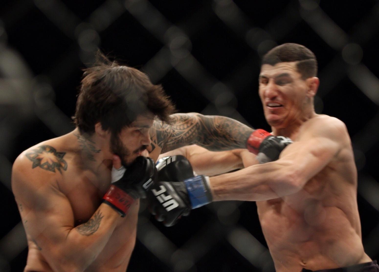 Erick Silva troca socos com Nordine Taleb no UFC 196