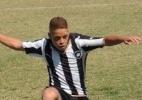 Demitido do Botafogo, volante da base pede desculpas por exaltar Fla
