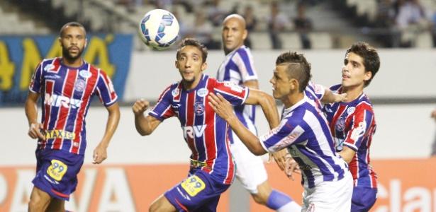 O Paysandu venceu o Bahia pelo placar de 3 a 0 na noite desta quarta-feira