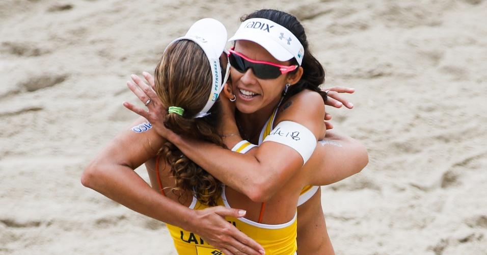 Larissa e Talita festejam o título no Rio Open