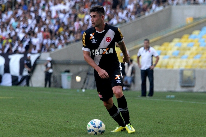 Bruno Gallo vem sendo titular do Vasco na vaga do volante Guiñazu