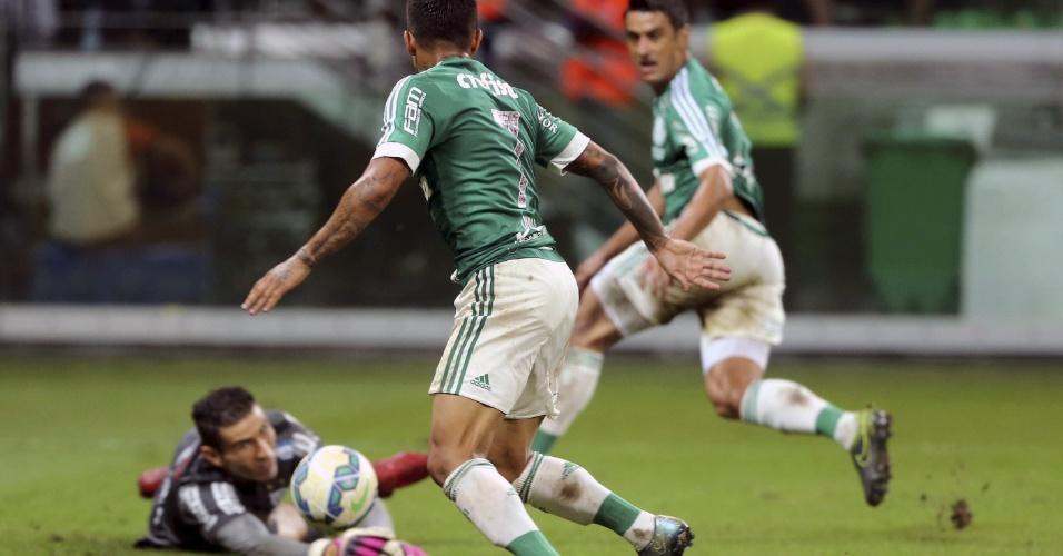 Robinho toca para Dudu abrir o placar para o Palmeiras sobre o Santos