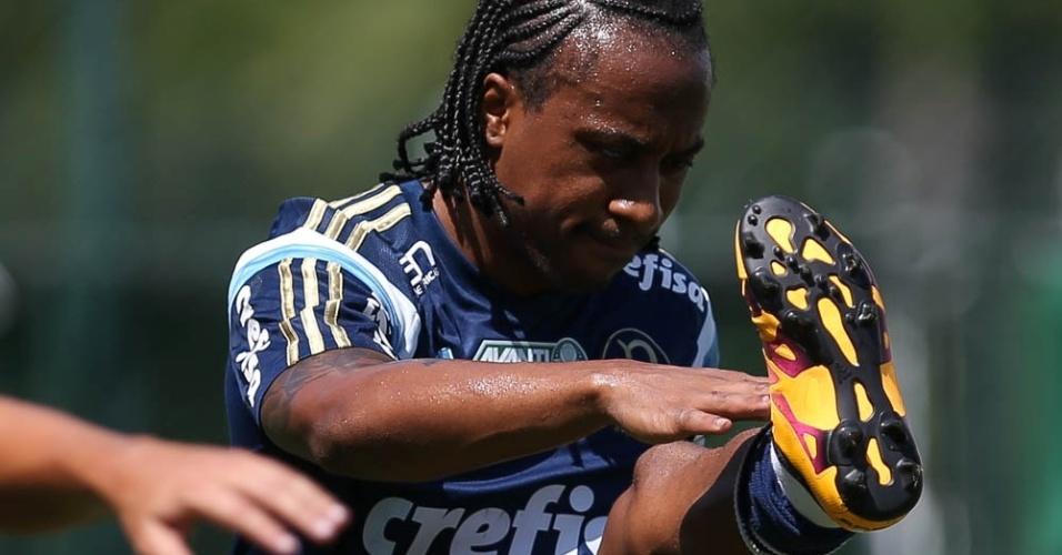 Volante Arouca durante treino do Palmeiras na Academia de Futebol