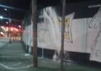 Imagem de Robinho em muro do CT do Santos é pichada