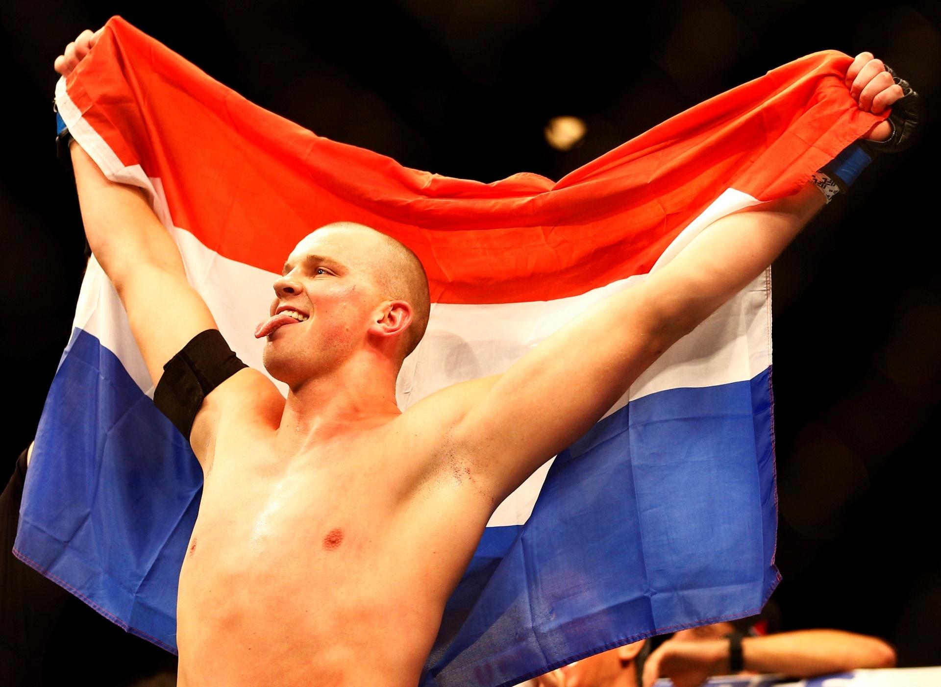 Stefan Struve derrota Antonio Pezão no UFC Holanda