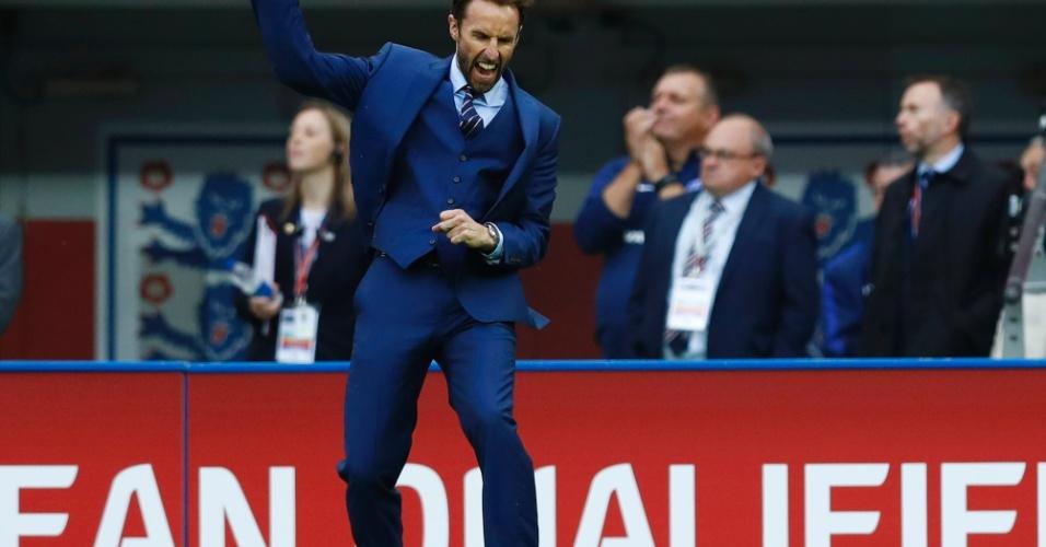 Gareth Southgate comemora gol da Inglaterra
