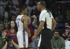 Fã esquentadinho dos Sixers xinga Westbrook e é retirado de ginásio da NBA - Mitchell Leff/AFP
