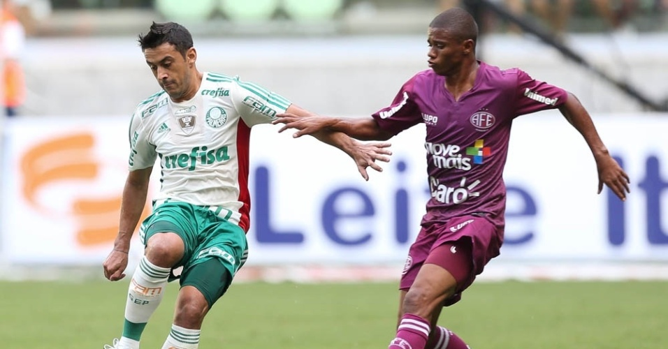 Robinho em ação na partida entre Palmeiras e Ferroviária, no Allianz Parque