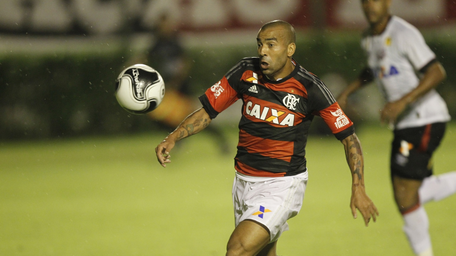Emerson Sheik tenta levar o Flamengo ao ataque na eliminação da Primeira Liga