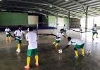 Seleção nanica do Mundial de futsal treina em pátio de igreja - Arquivo pessoal