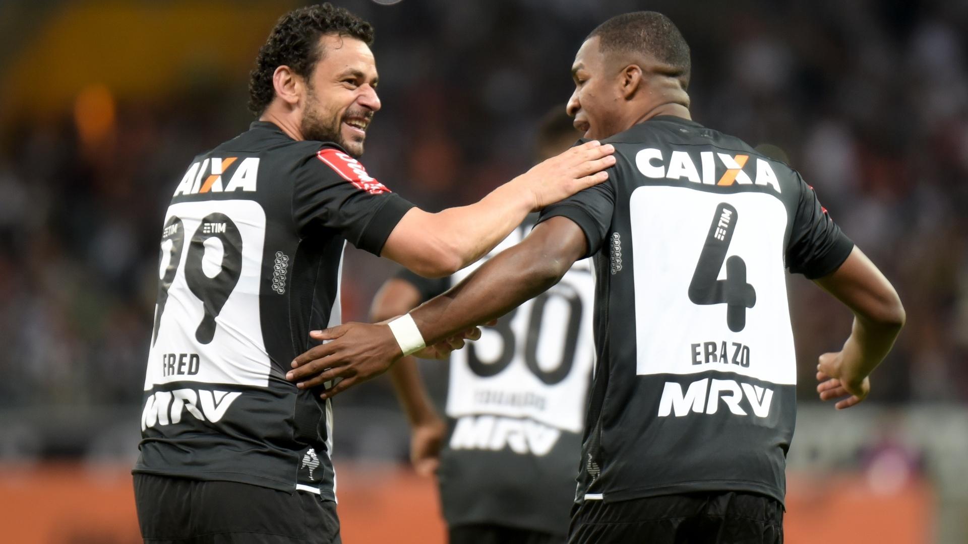 Fred e Erazo comemoram gol do Atlético-MG contra o Botafogo