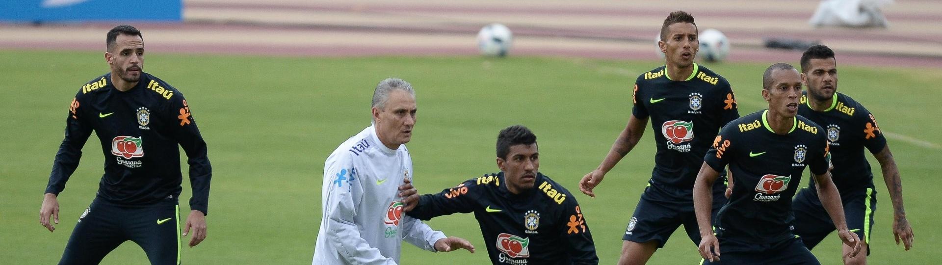 Tite comanda treino da seleção brasileira em Quito