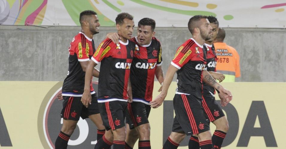 Os jogadores do Flamengo comemoram um dos três gols na vitória sobre o Avaí em Natal