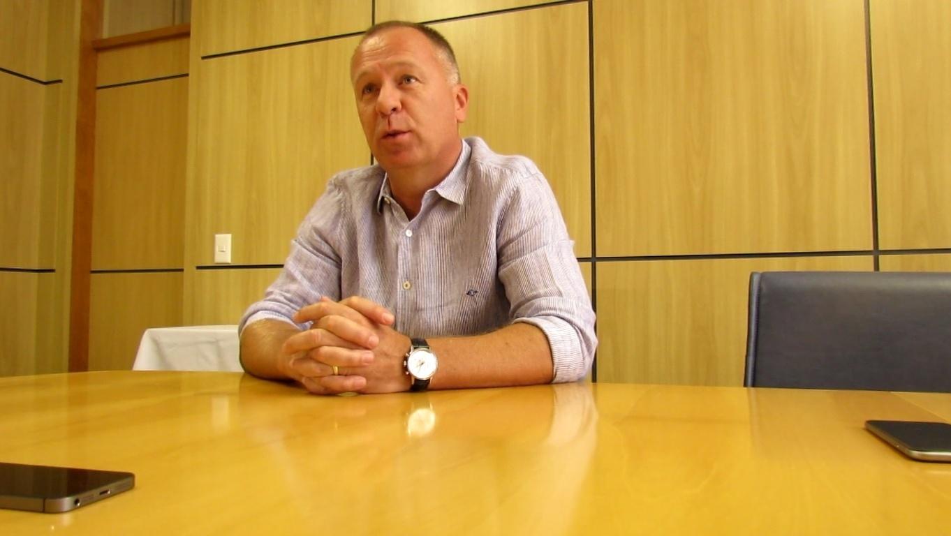Mano Menezes concede entrevista exclusiva ao UOL Esporte