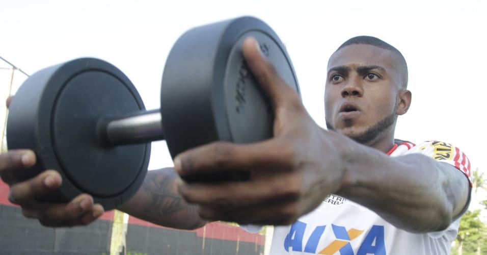 Marcelo Cirino será operado e deve voltar ao Flamengo apenas nos últimos jogos de 2015