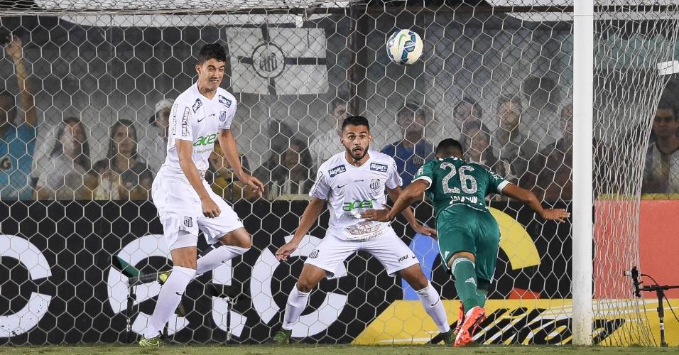 Jackson, zagueiro do Palmeiras, perdeu gol livre, dentro da área