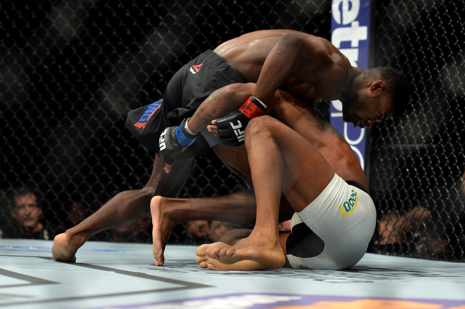 Aljamain Sterling venceu o brasileiro Johnny Eduardo por finalização no UFC Fight Night
