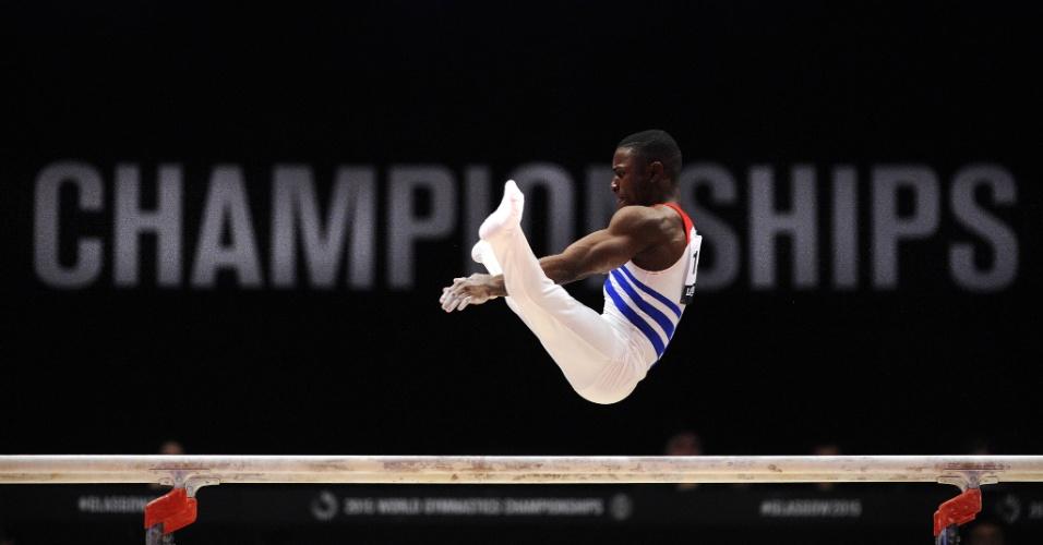 Manrique Larduet, ginasta cubano, se apresenta durante eliminatória do Mundial de ginástica artística