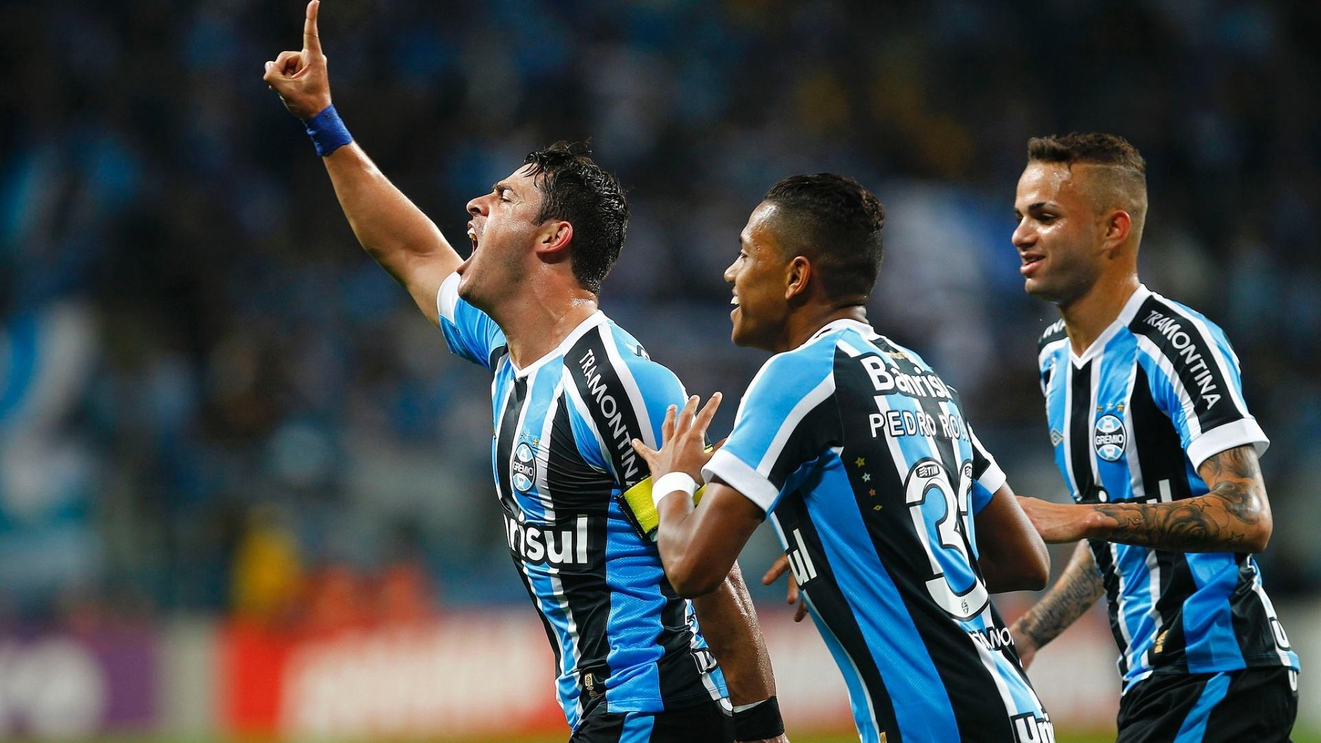 Jogadores do Grêmio comemoram gol em vitória sobre o Avaí