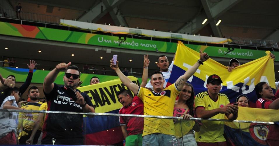 Torcida colombiana comemora o gol de Teófilo Gutiérrez contra o Japão
